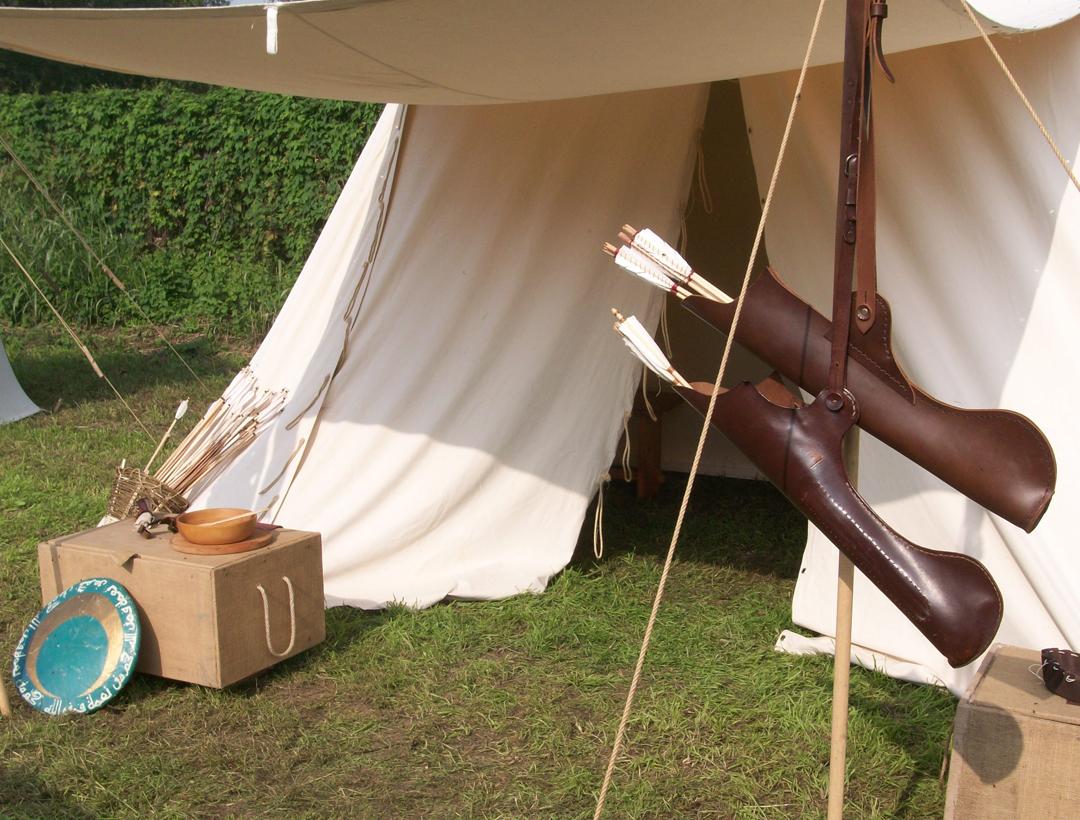 Tenda-medievale-con-freccie