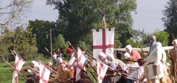 Gli Arcieri del Martello schierati a difesa del Carroccio.